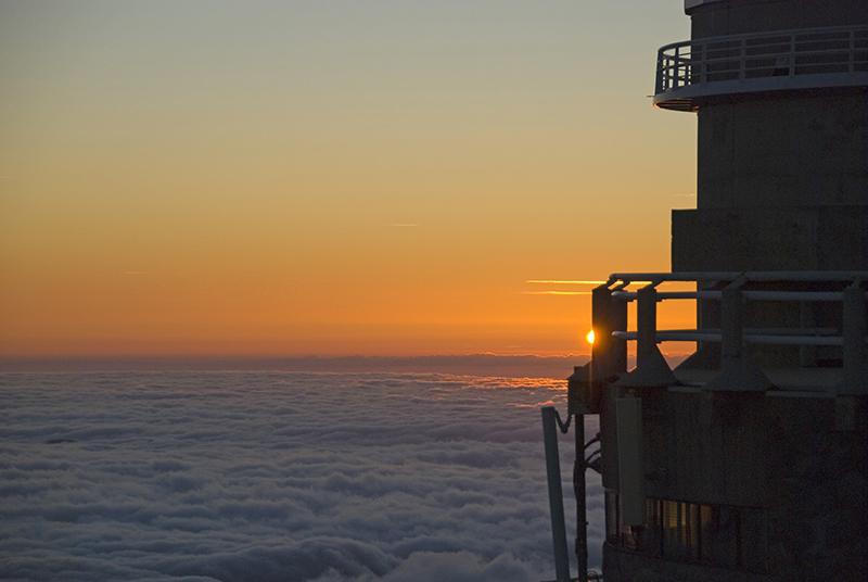 Coucher de soleil sur le télescope Bernard Lyot
